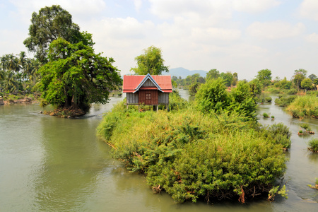 det: A house on stilts in the middle of the Mekong between the islands of Don Det and Don Khon, Laos