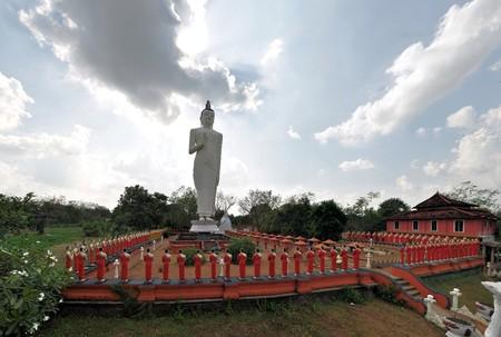 sigiriya: Disciples of Buddha statues at Kimbissa temple near Sigiriya Rock Fortress, Sri Lanka