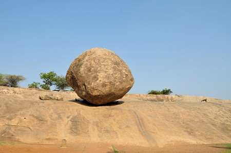 Krishnas butterball balancing giant natural rock stone. Mamallapuram - Mahabalipuram, Tamil Nadu, India Stock Photo