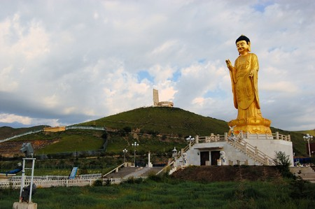 Estatua de Buda en la ciudad capital de Ulan Bator, Mongolia