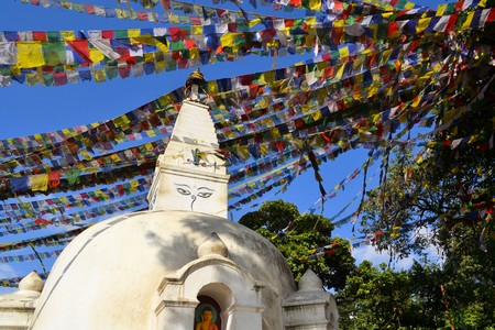 dalai: Swayambunath Stupa Monkey Temple with Tibetan Buddhist prayer flags in Kathmandu, Nepal Stock Photo