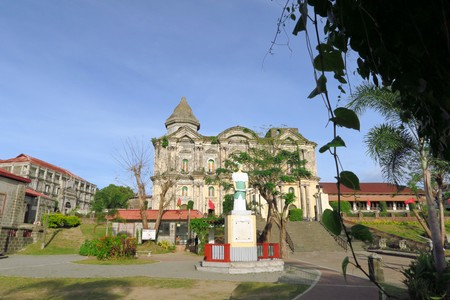 pinoy: Colonial Spanish Catholic Cathedral in the town of Taal is the Largest Asian church on Luzon Island near Manila, Philippines