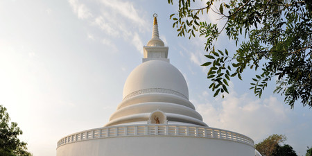 galle: Japanese Peace Pagoda overlooking the sea at Rumassala, Galle, Sri Lanka Stock Photo
