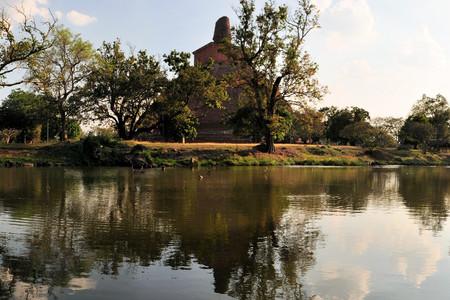 anuradhapura: Ruined Buddhist Jetavaranama Red Brick Dagoba Stupa, Anuradhapura, Sri Lanka