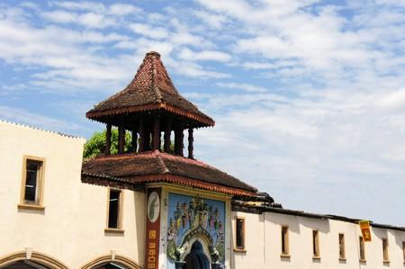 hindues: Se�or Kataragama Templo es venerado por los hind�es y budistas en la colina de la ciudad de Kandy, Sri Lanka