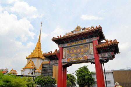 wat traimit: Chinatown gate with Wat Traimit, temple of golden Buddha in Yaowarat, Chinatown, Bangkok, Thailand