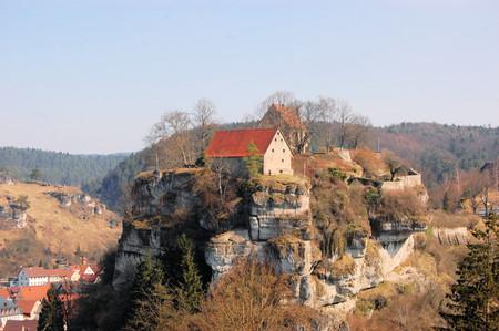 schweiz: Medieval Pottenstein Castle sitting on a rock above Pottenstein in Franconian Switzerland - Fraenkische Schweiz - Bavaria, Germany
