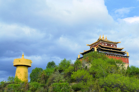 biggest: The biggest Buddhist prayer wheel in the world in Shangri-La - Zhongdian - China on the Tibetan plateau