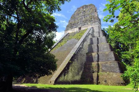cultura maya: Templo de la cultura maya en Tikal, Guatemala Templo No. 5 Foto de archivo