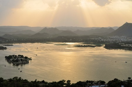 View of picturesque Pichola Lake surrounded by mountains housing Lake Palace, Udaipur, Rajasthan, India, Asia Stock Photo