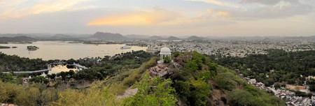 haveli: A view of a pavillon in front of Udaipur city palace at the shores of Pichola lake in Udaipur, Rajasthan, India