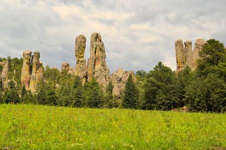 phallic: Grandes formaciones de roca f�licos en el Valle de los Monjes en Barrancas del Cobre, Creel, M�xico Foto de archivo