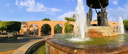 mining town: Fountain with Spanish colonial aquaeduct providing water in former silver mining town of Morelia, Central Mexico