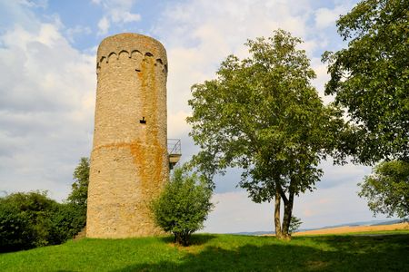 free standing: Sulesturm is a free standing medieval watchtower in the Rhoen hills of Lower Frankonia and part of an elaborate early defense system centered around the castle Lichtenburg. Its free-standing on a hill near Mellrichstadt, Bavaria, Germany