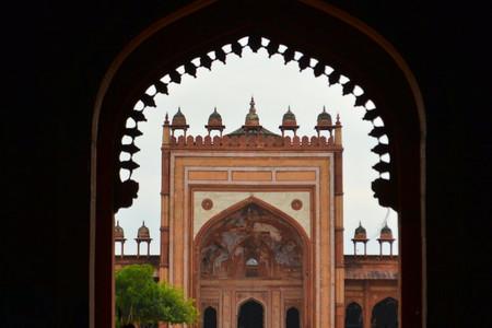 fatehpur: Marble tomb of Mughal ruler shaikh Salim Chishti, completed in 1581. Marble lattice of the tomb. Fatehpur Sikri, India Stock Photo