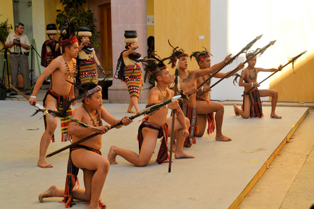 philippino: Zacatecas, Mexico, 02 August 2013: Canadians with Philippino roots perform traditional Muslim dances involving spears from the Southern island of Mindanao at the 18th Festival Cultural Internacional Zacatecas del Folclor. It is the biggest international f Editorial