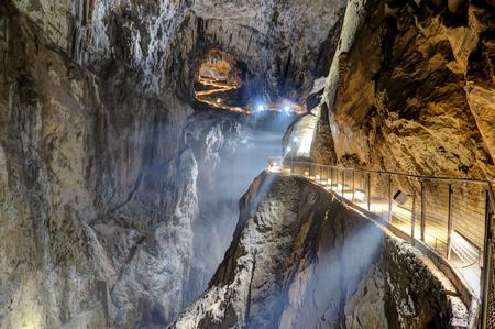 Diva?a, Slovenia - 10 July 2017: The Skocjan Caves system, on July 10, 2017 in Diva?a, Slovenia. Imagens - 91487250