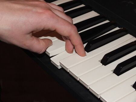 musik: Playing piano