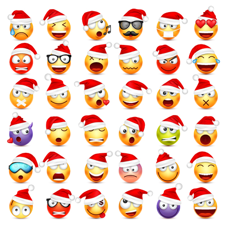 스마일, 이모티콘 설정. 감정과 크리스마스 모자와 노란 얼굴입니다. 새해, 산타. 겨울 그림 이모티콘. 슬픈, 행복, 분노한 얼굴. 재미있는 만화 캐릭터입니다. 기분. 스톡 콘텐츠 - 89064264