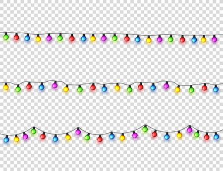 Luci incandescenti di Natale. Ghirlande con piccoli bulbi colorati. Vacanze di Natale. Elemento di disegno della cartolina d'auguri di Natale. Anno nuovo, inverno