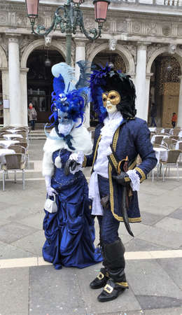 venise, Italy couple costumed at the carnival