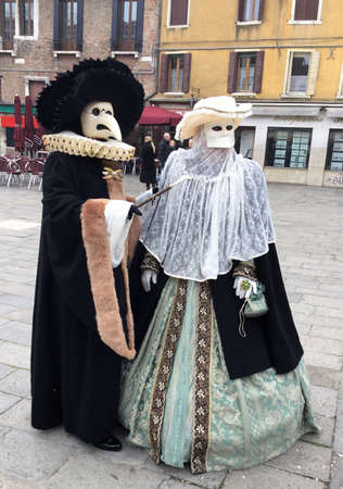 venise, Italy carnival costumed couple