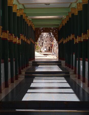 buddhismus: Weg zu Buddha in Myanmar Stock Photo