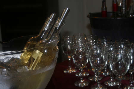 barell: Romanian wine tasting and show a presentation.