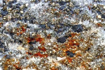 Çeşitli yapılarda mineral kristaller ve taşlar