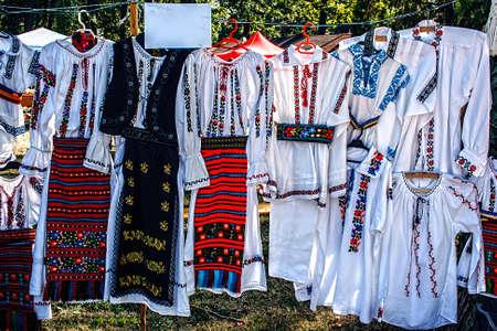Bistrita-Nasaud alanından Romence geleneksel kostümler Editorial