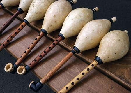 gaita: Silbatos de gaitas, hechas de diferentes tipos de madera Foto de archivo