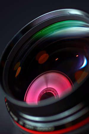 Renkli yansımaları ile profesyonel fotoğraf objektif çekim