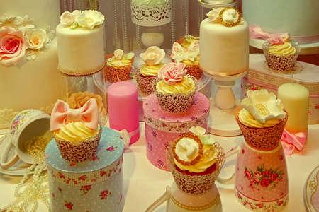 eventos especiales: Mirada de la vendimia con el arreglo de dulces para eventos especiales. Image digital manipulada. Foto de archivo