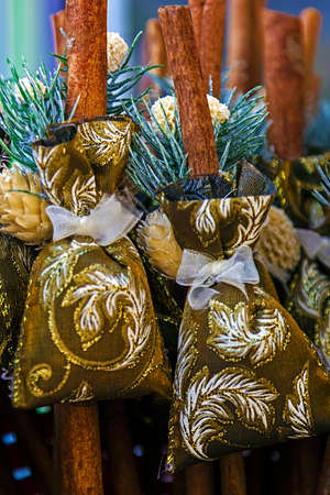 'saint nicholas': Winter decoration made of sticks and bags, used during the Saint Nicholas day and night in December.