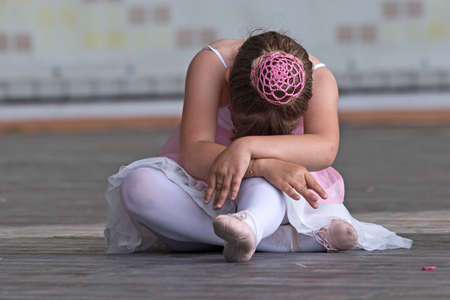 fine legs: Young girl try to perform ballet positions in one show