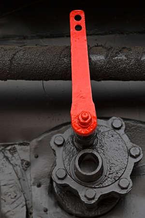 palanca: palanca roja en una locomotora de vapor. Detalle y de cerca. Foto de archivo