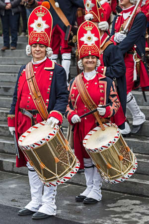 mosquetero: TIMISOARA,ROMANIA - OCTOBER 16,2016:Medieval soldiers women drummers on the street.Show organized by City Hall Timisoara to celebrate the 300 years since the entry of Eugene of Savoy into the fortress