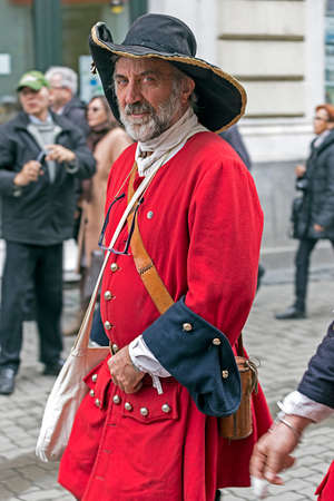 mosquetero: TIMISOARA,ROMANIA - OCTOBER 16, 2016:Medieval soldier that marching on the street. Show organized by City Hall Timisoara to celebrate the 300 years since the entry of Eugene of Savoy into the fortress Editorial
