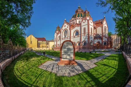 SUBOTICA, SERBIEN - 28. APRIL 2018: Ungarische Jugendstilsynagoge, die zweitgrößte Synagoge in Europa, erbaut 1901-1902 nach den Plänen der Architekten Marcell Komor und Dezso Jakab.
