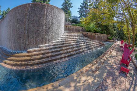 Crystal City, Arlington, USA - September 6, 2018: Water Park and modern fountain in Crystal City, Virginia. 写真素材 - 117822464