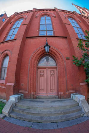 WASHINGTON DC, USA - SEPTEMBER 5, 2018: Calvary Baptist Church, founded in 1862, is a Baptist church located in the Chinatown neighborhood, affiliated with the American Baptist Churches USA. 新聞圖片