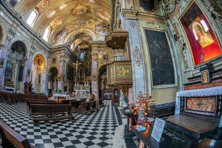 Bergamo, Italië-30 juni 2019: interieur van de katholieke kerk Sant Agata nel Carmine gebouwd in 1357. Het werd ontwijd tijdens de Napoleontische bezetting van 1797, die vervolgens in 1799 werd vernietigd.