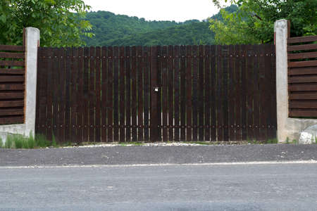 Closed wood gates that protects property in the mountains Imagens
