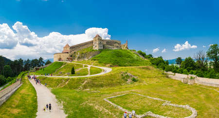 Rasnov, Brasov, Romania - June 15, 2019: Tourists visiting Rasnov Fortress on a beautifull day. 報道画像