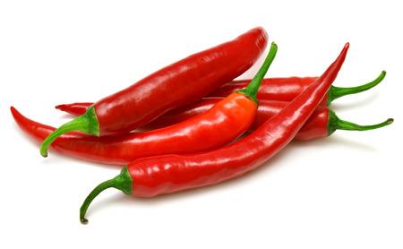 Rode chili pepers geïsoleerd op een witte achtergrond Stockfoto