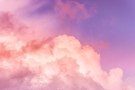 ciel avec effet de couleurs de corail vivant. Couleur de l'année 2019. livingcoral