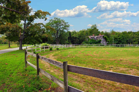 A Maryland rural farm and stable with a country road and old rustic farm house Imagens