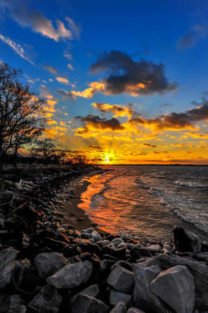 Sunset on a Chesapeake Bay beach in Maryland in Winter Stok Fotoğraf