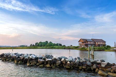 Große Sommer-Ferienhaus auf der Chesapeake Bay in Maryland in der Nähe von Sonnenuntergang