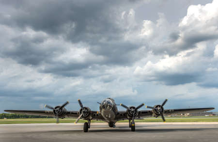 American World War 2 Bomber preparing for take off Stok Fotoğraf